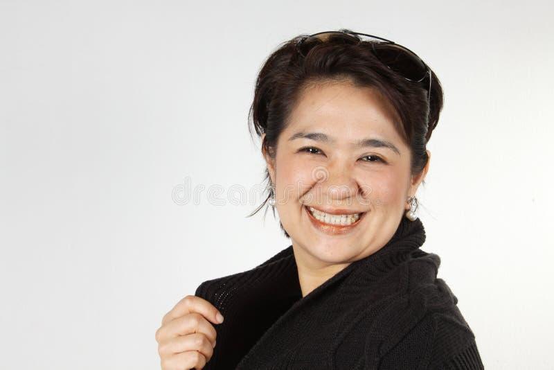 Mujer sonriente natural fotos de archivo