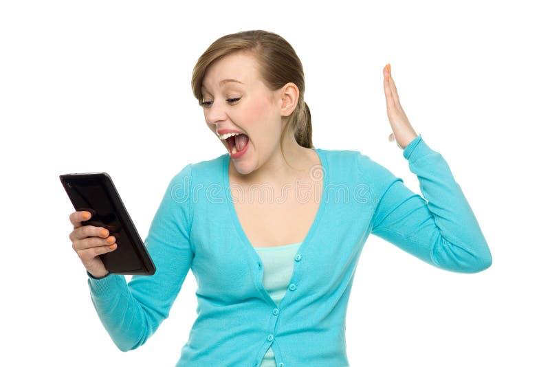 Mujer Sorprendente Que Sostiene La Tablilla Digital Foto de archivo