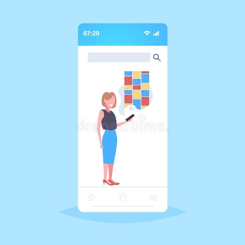 Mujer sosteniendo un celular usando notas aplicación digital móvil creativa organizador de recordatorio concepto smartphone stock de ilustración