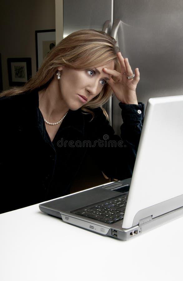 Mujer tensionada fotos de archivo libres de regalías