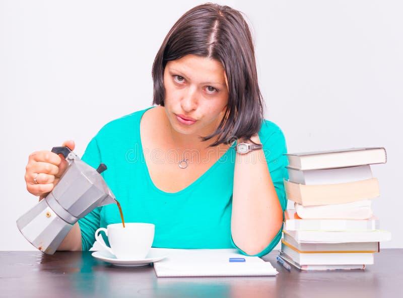 Download Mujer tensionada foto de archivo. Imagen de taza, studying - 41906794