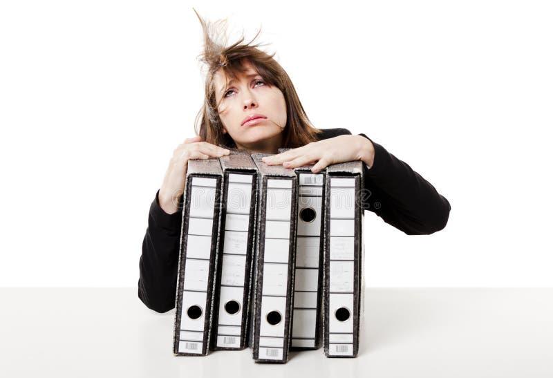 Mujer tensionada en la oficina imágenes de archivo libres de regalías