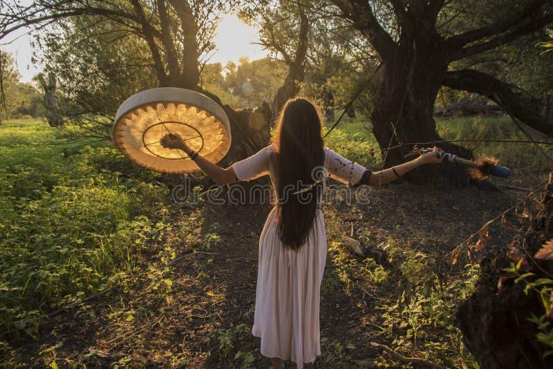 Mujer tribal moderna imagen de archivo libre de regalías