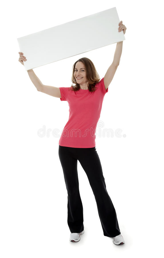 Mujer triguena bonita que lleva a cabo la muestra en blanco foto de archivo libre de regalías