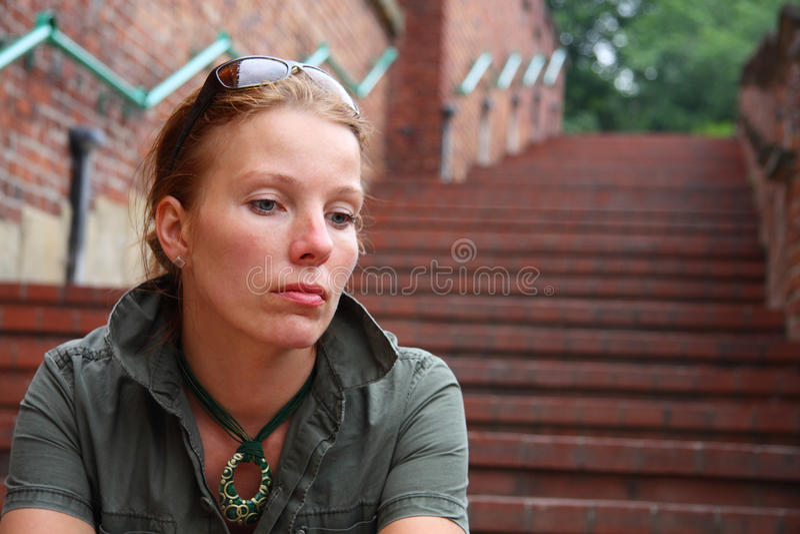 Mujer triste imagenes de archivo