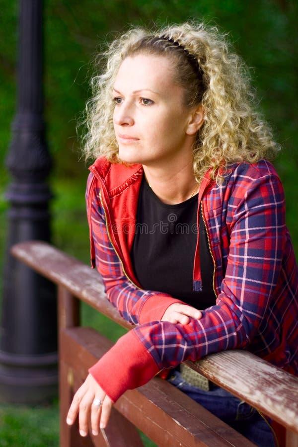 Mujer triste fotografía de archivo