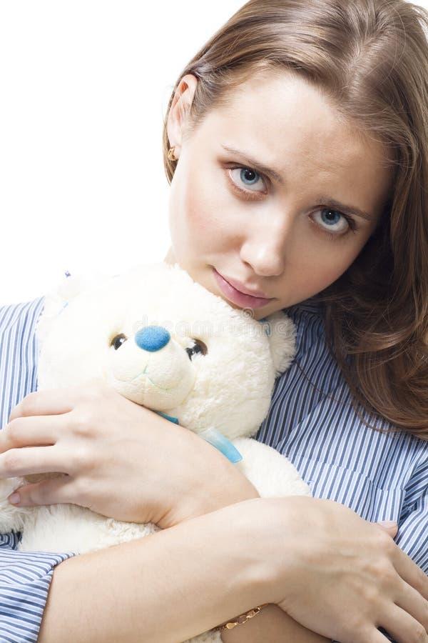 Mujer triste con el oso de peluche imagen de archivo libre de regalías