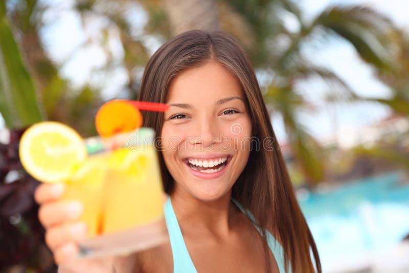 Mujer tropical de la bebida fotos de archivo