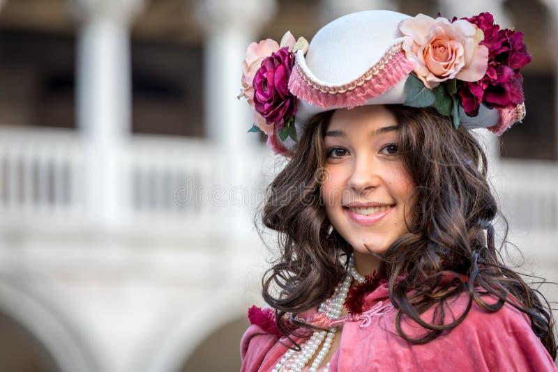 Mujer vestida hermosa durante el carnaval veneciano, Venecia, Italia fotos de archivo
