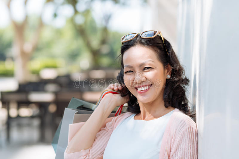 Mujer vietnamita feliz imágenes de archivo libres de regalías