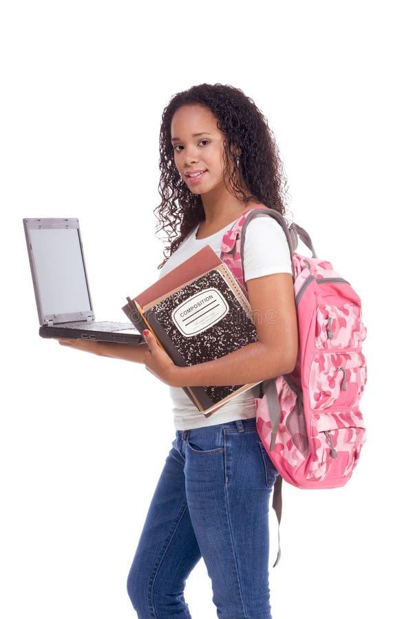 Mujer y computadora portátil del afroamericano del estudiante universitario imágenes de archivo libres de regalías