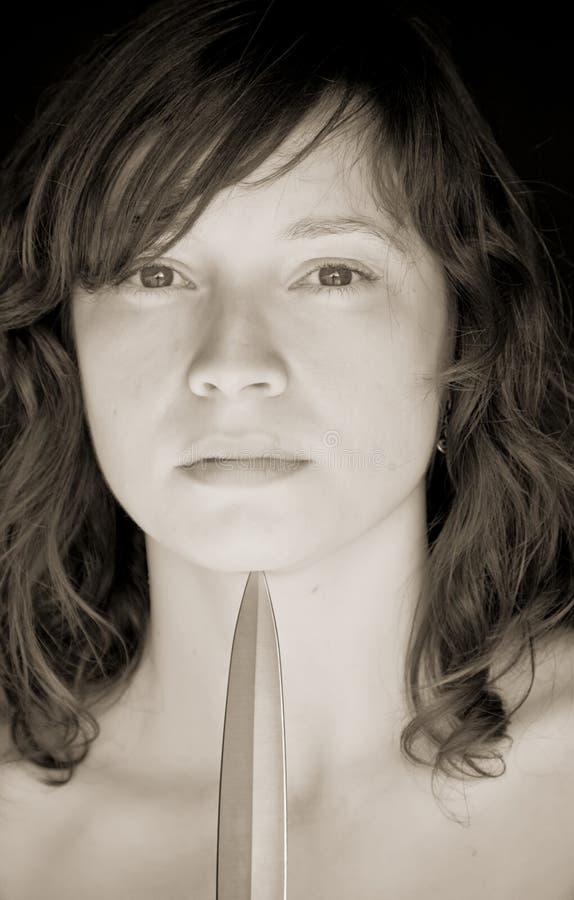 Mujer y cuchillo fotografía de archivo libre de regalías