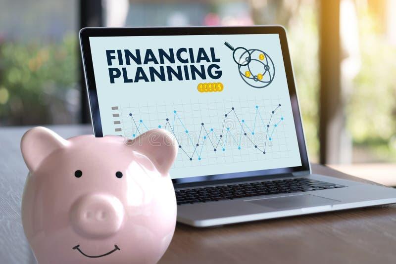 mujer y hombre de la planificación de la jubilación de la planificación financiera en el retireme fotos de archivo libres de regalías