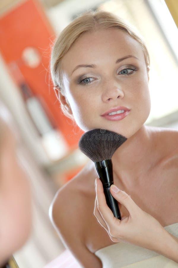 Mujer y maquillaje foto de archivo