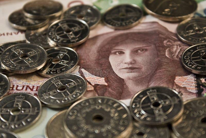 Mujer y monedas fotos de archivo