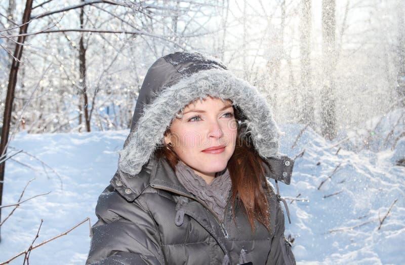 Mujer y nieve fotografía de archivo