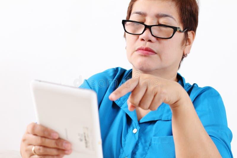 Mujer y ordenador imágenes de archivo libres de regalías