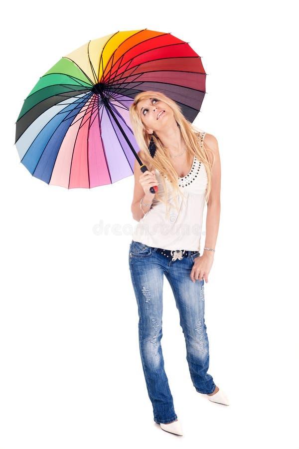 Mujer y paraguas rubios fotografía de archivo