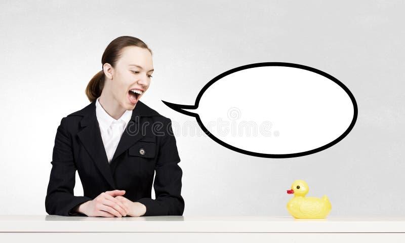 Mujer y pato foto de archivo libre de regalías