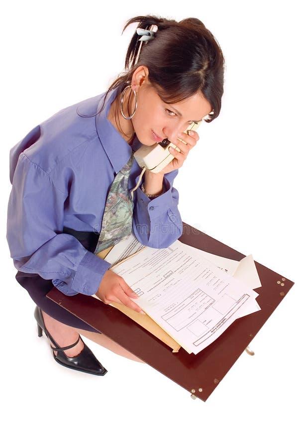 Mujer y teléfono de negocios foto de archivo