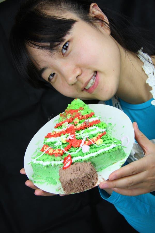Mujer y torta imagen de archivo