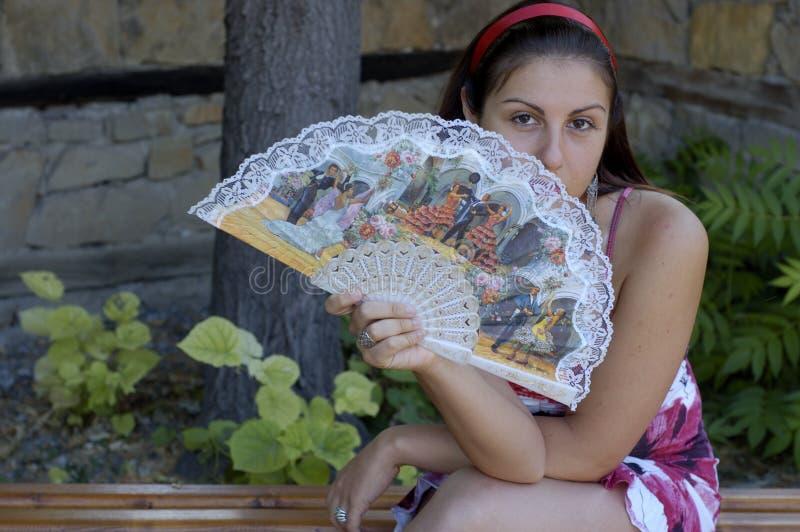Mujer y ventilador fotos de archivo libres de regalías