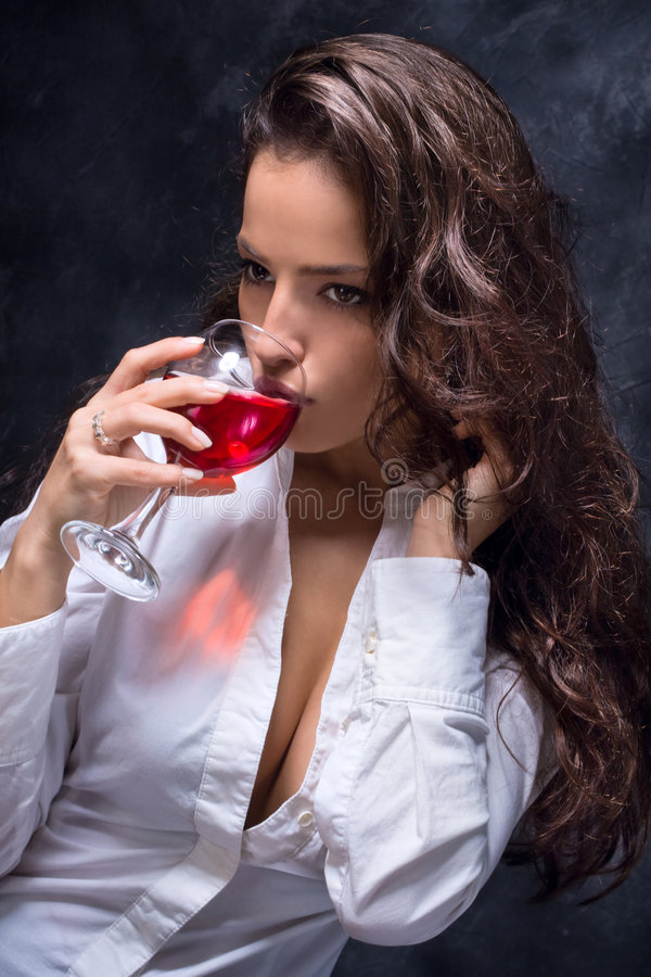 Download Mujer y vino foto de archivo. Imagen de pelo, emociones - 6793080