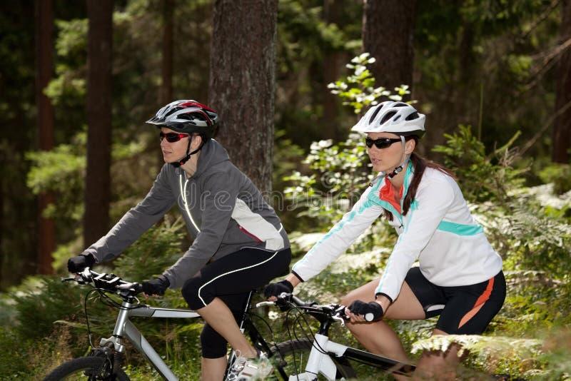 Mujeres Biking foto de archivo