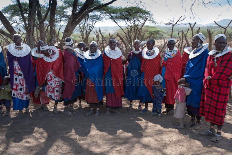Mujeres cantantes del masai. fotos de archivo libres de regalías
