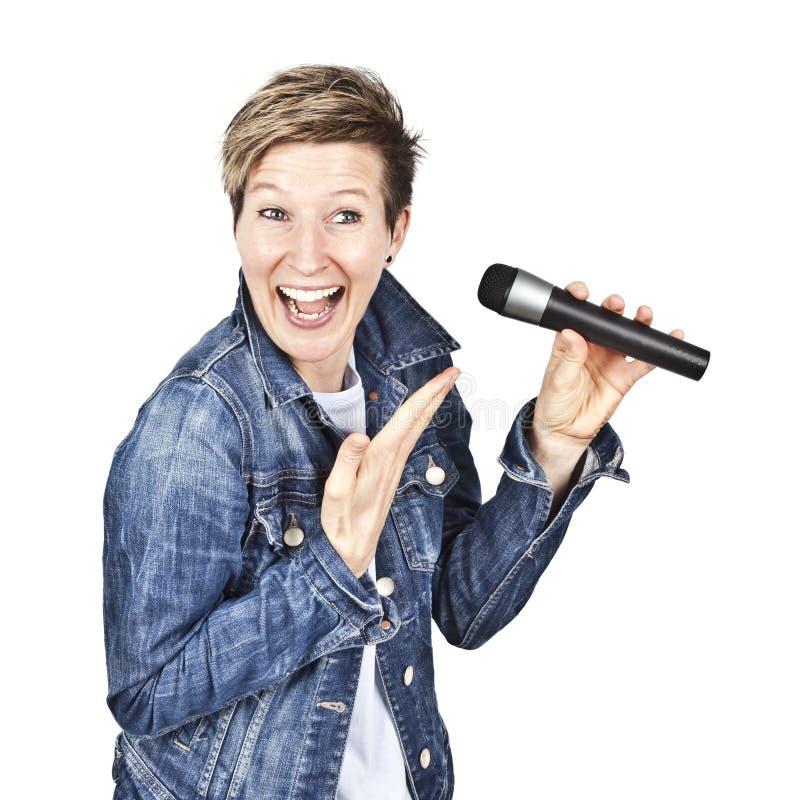 Mujeres con el micrófono imagen de archivo
