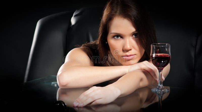 Mujeres con el vino imagen de archivo libre de regalías