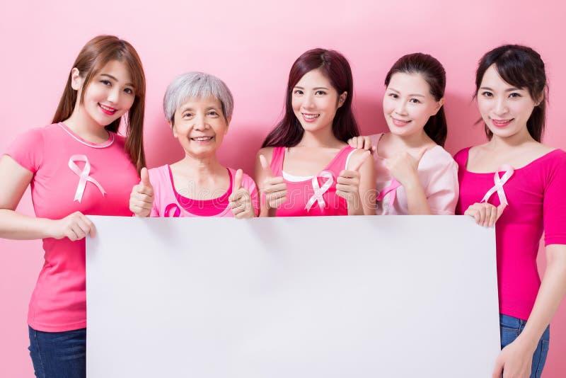 Mujeres con la prevención del cáncer de pecho imagen de archivo