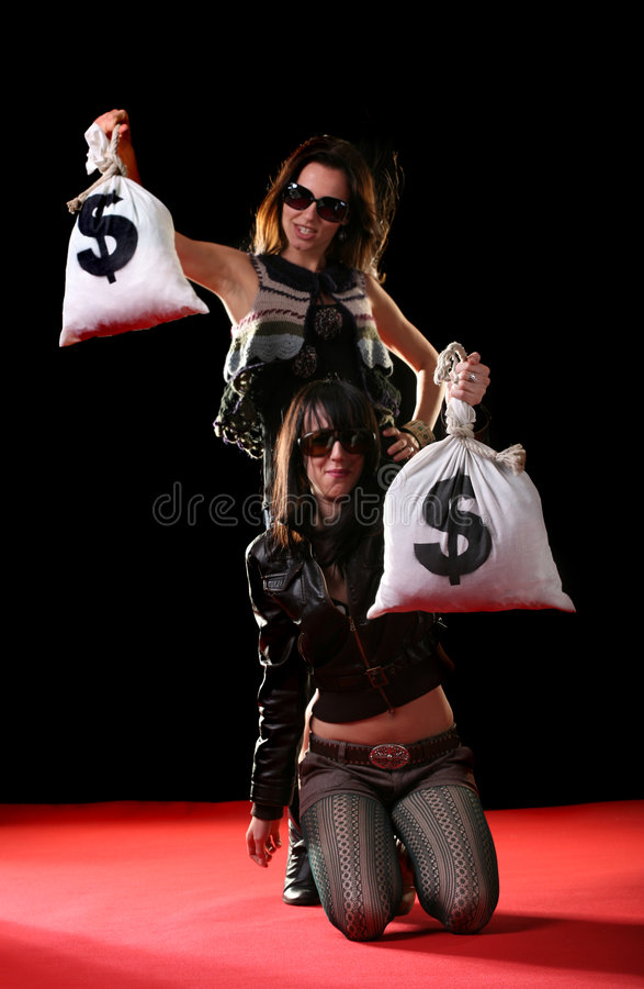 Mujeres con los bolsos del dinero foto de archivo libre de regalías
