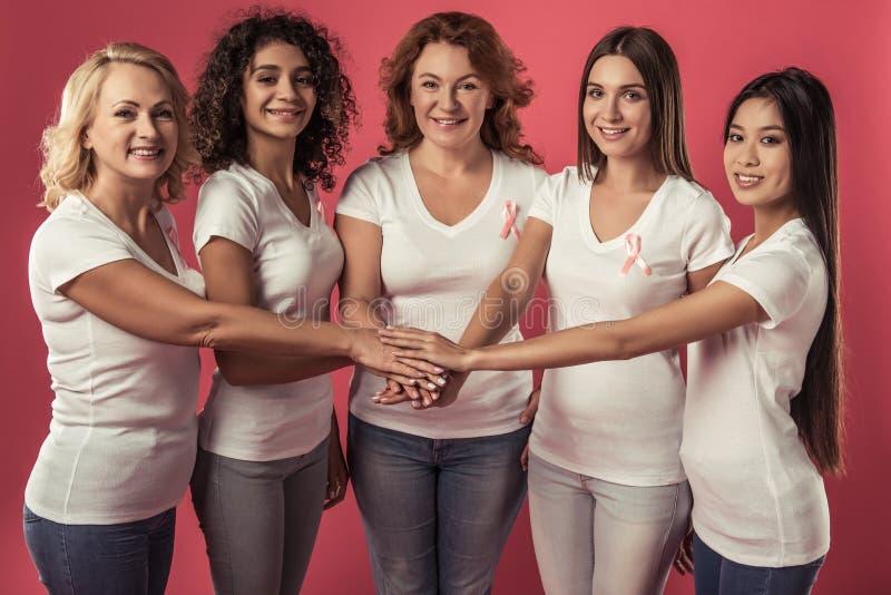 Mujeres contra cáncer de pecho foto de archivo libre de regalías
