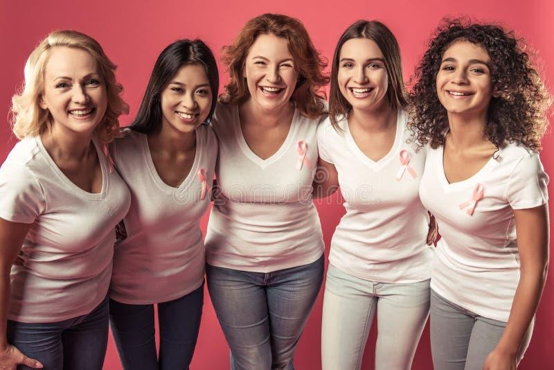 Mujeres contra cáncer de pecho fotos de archivo