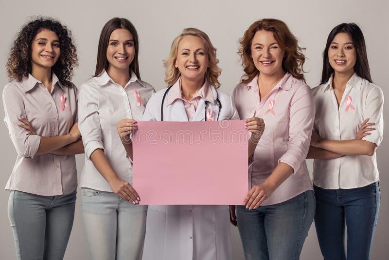 Mujeres contra cáncer de pecho imágenes de archivo libres de regalías