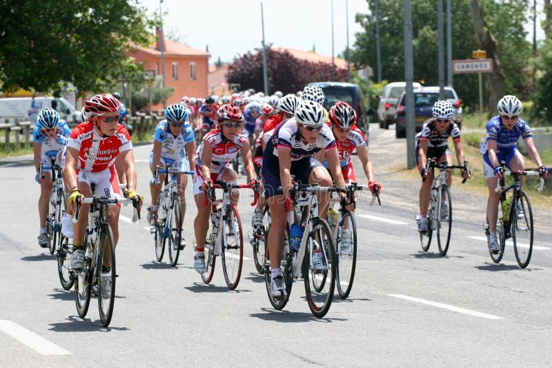 Mujeres de Aude que completan un ciclo la raza 2009 imagenes de archivo