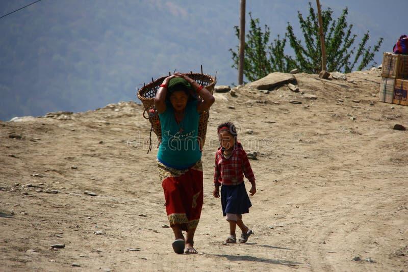 Mujeres de la montaña en Nepal foto de archivo