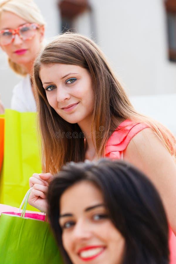 Mujeres de las compras imagen de archivo