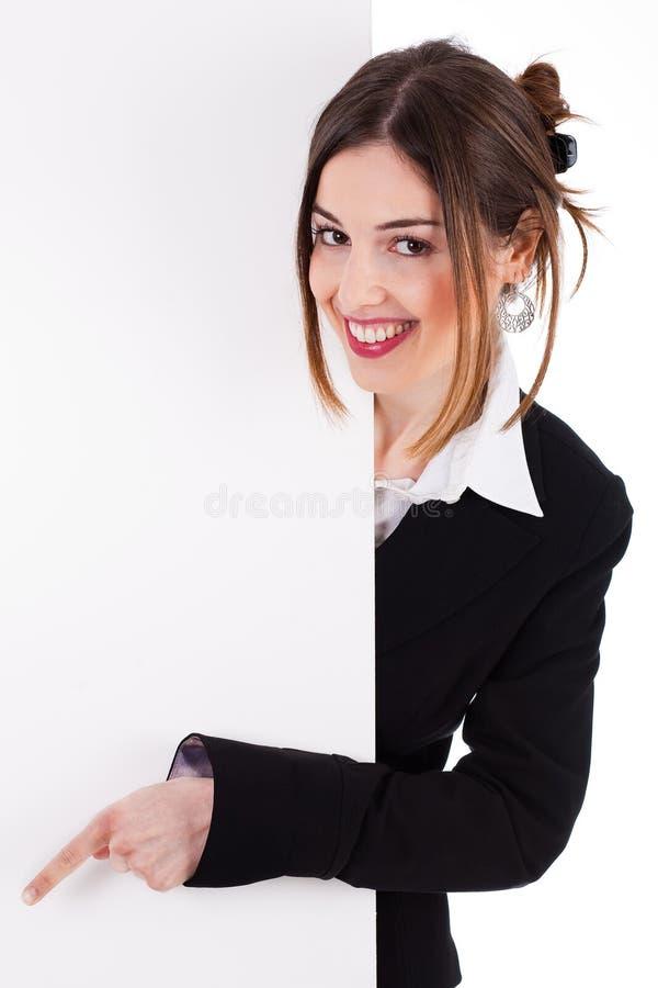 Mujeres de negocios que sonríen y que señalan a una tarjeta en blanco imágenes de archivo libres de regalías