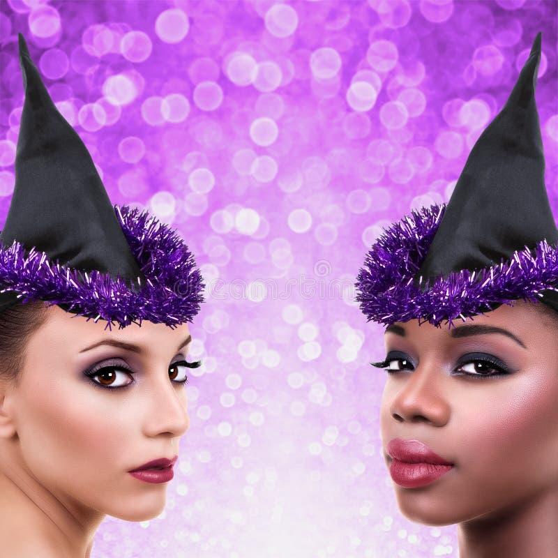 Mujeres del traje de la bruja de Halloween foto de archivo libre de regalías