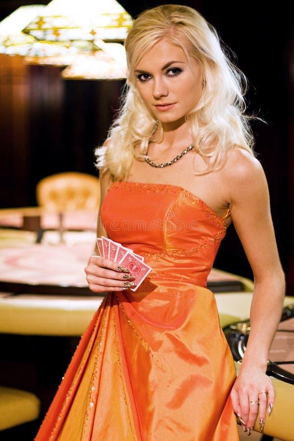 Mujeres en casino foto de archivo