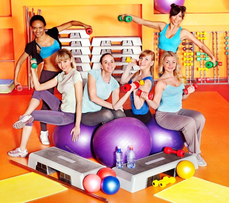 Mujeres en clase de aeróbicos. imagenes de archivo