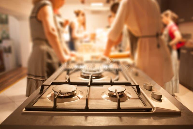 mujeres en cocinar el taller foto de archivo