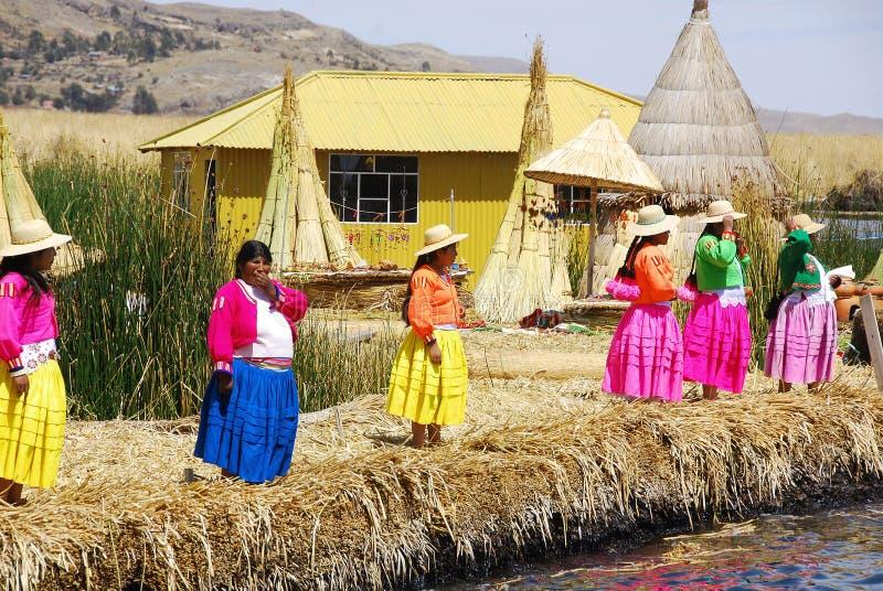 Mujeres en vestidos tradicionales imagen de archivo