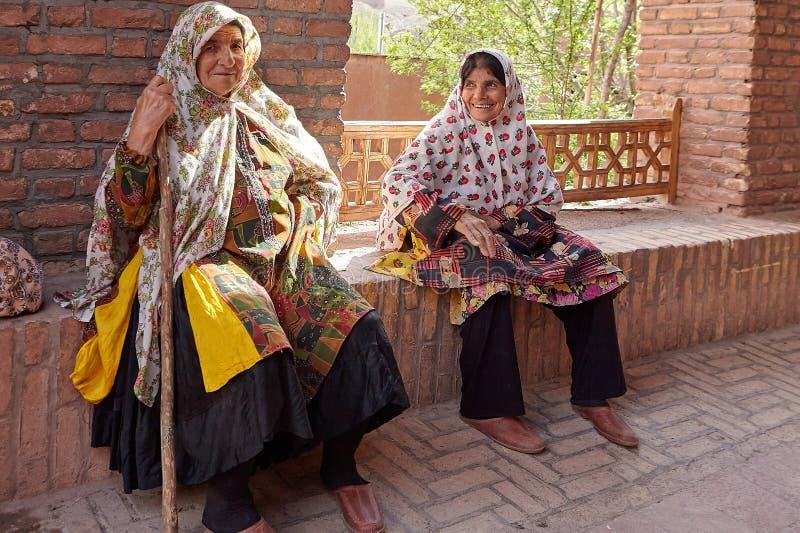 Mujeres iraníes mayores en el pueblo tradicional, Abyaneh, Irán fotos de archivo libres de regalías
