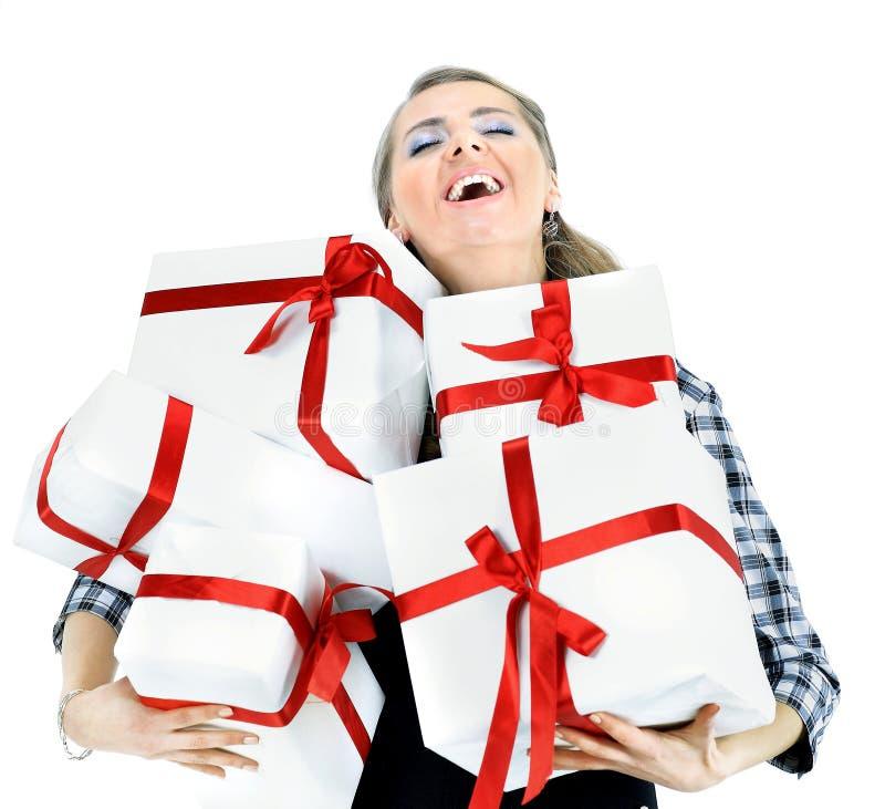 Mujeres jovenes con compras en el fondo blanco fotos de archivo libres de regalías