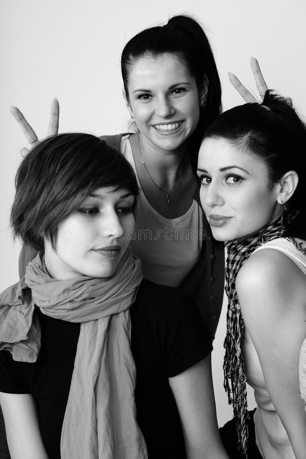 Mujeres jovenes felices imagenes de archivo