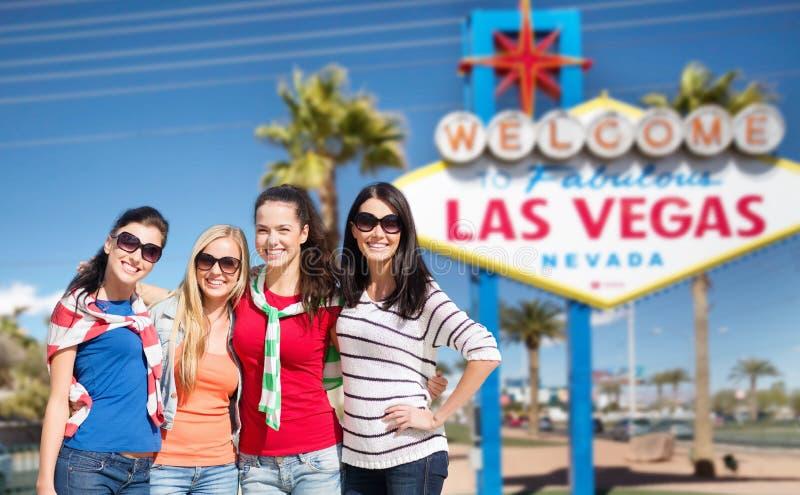 Mujeres jovenes sobre la recepción a la muestra de Las Vegas fotografía de archivo