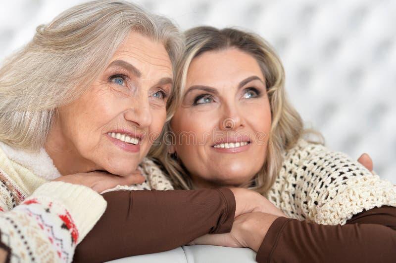 Mujeres mayores y maduras imágenes de archivo libres de regalías